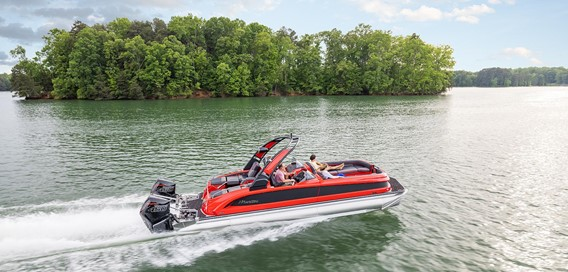 The 2022 Manitou XT is the ultimate in luxury and performance pontoon boats, and is now available with up to 900 hp. ©BRP 2021